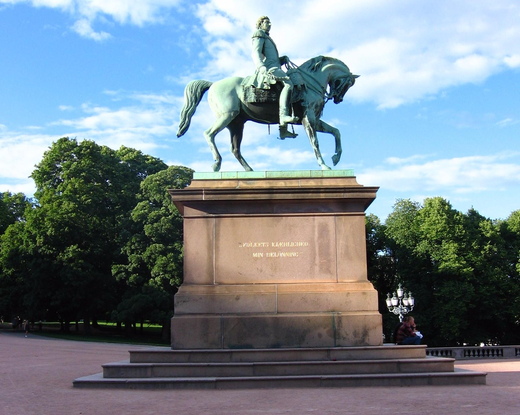 Pomnik pod Pałacem Królewskim.